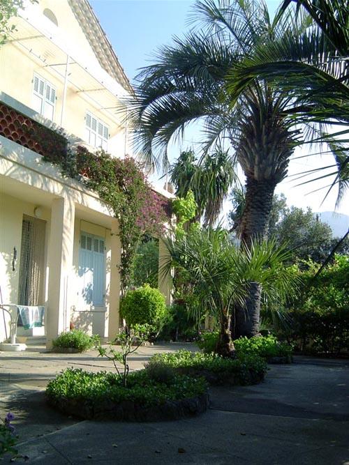 Huis huren Cote d'Azur - Notarishuis met 4 slaapkamers en uitzicht op zee is te huur in Bormes les Mimosas, Zuid-Frankrijk